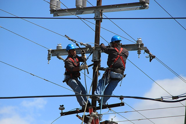 Now Hiring – Electricians with paid benefits